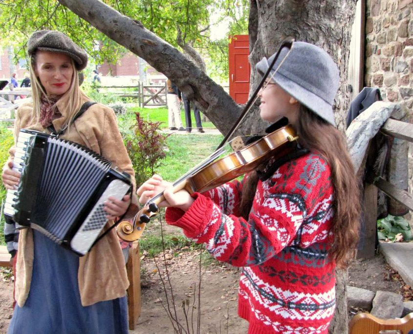 Accordion and fiddle at OSH